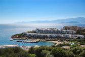 Strand und die villen des luxushotels, kreta, griechenland — Stockfoto