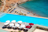 Swimming pool and beach at the luxury hotel, Crete, Greece — Stockfoto
