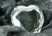 Heartshaped crystal — Stock Photo