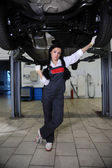 Woman in repair centre — Stock Photo