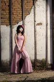 Adolescente in abito rosa — Foto Stock