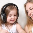 Mother and daughter listen to the music — Stock Photo