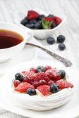 Fresh meringue and coffee — Stock Photo