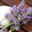 Foto Stock: Bar of natural soap with lavender flowers