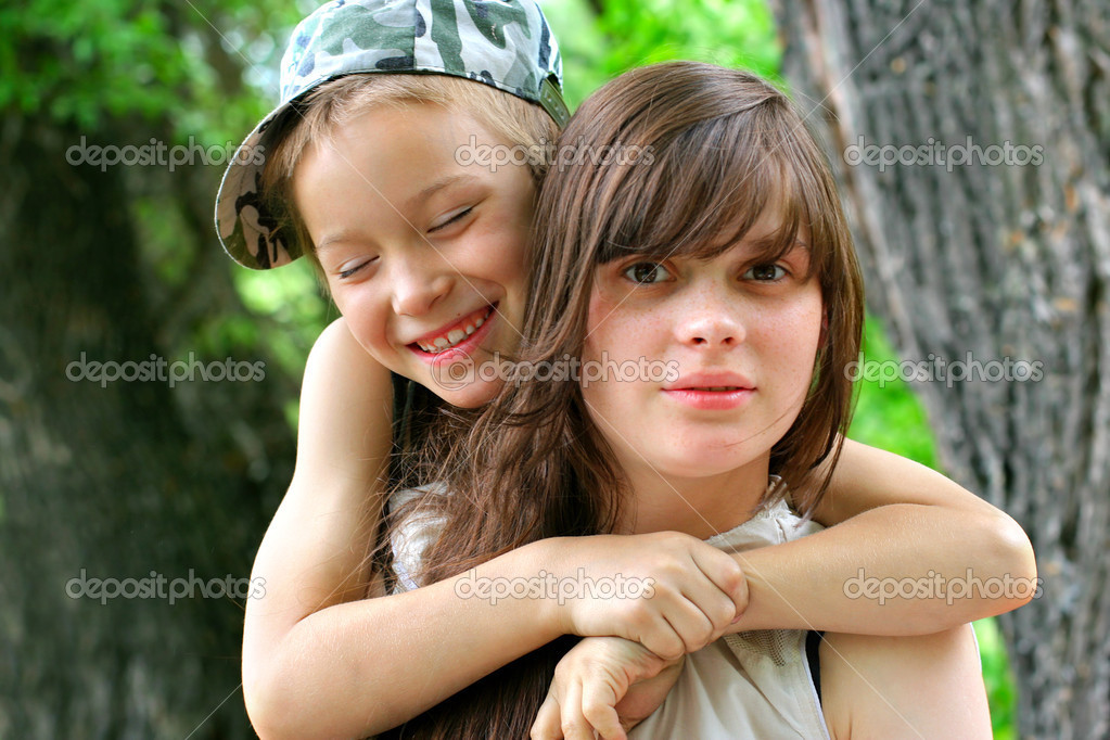 Brother and sister portrait outdoor — Stock Photo #5321683
