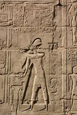 Egyptian hieroglyphs. Pattern from Karnak Temple, location: Luxor, Egypt — Stock Photo
