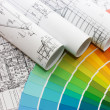 Color samples for selection with house plan on background - Стоковая фотография