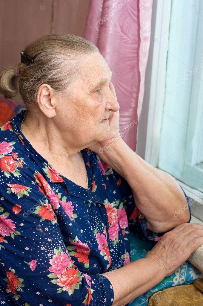 фото-чулки на старой бабушке