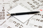 Fountain Pen and blank spiral bound notepad — Stock Photo