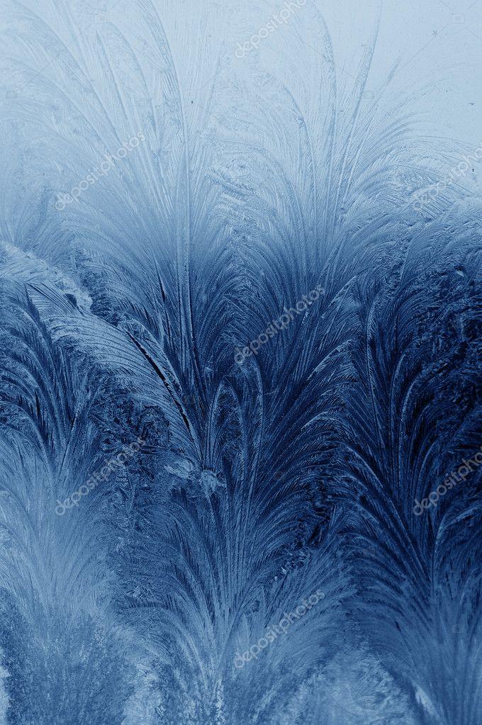 在冬天窗户上的冰霜天然花纹