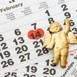 hoja de calendario de pared con marca roja el 14 de febrero - día de San Valentín — Foto de Stock   #4660909