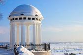 Rotunda on river Volga quay in Yaroslavl — Stock Photo