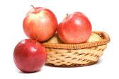 Rött rött äpple isolerat på den vita bakgrunden — Stockfoto