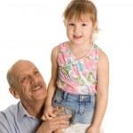 在白色背景上孤立的孙女与祖父 — 图库照片