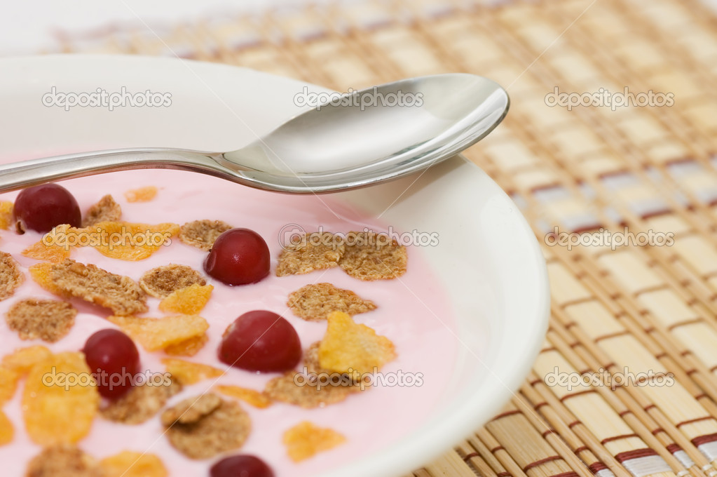 Yoghurt with berries  — Stock Photo #4874182