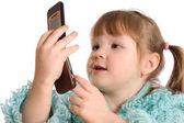 маленькая девочка говорит по телефону — Стоковое фото