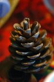конуса сосны - новогодний фон — Стоковое фото
