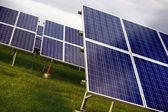 Sonbahar hava sırasında güneş güç ünitesi — Stok fotoğraf