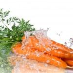 Fresh water splash on carrot isolated on white — Stock Photo #4051202