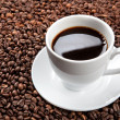 White cup with coffee beans - Foto Stock
