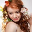 Portrait of beautiful naked woman with spring flowers - 图库照片