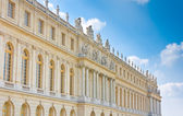 Palace side with statues on top in Versailles — Stock Photo