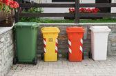 Recyklingu kosze na śmieci — Zdjęcie stockowe