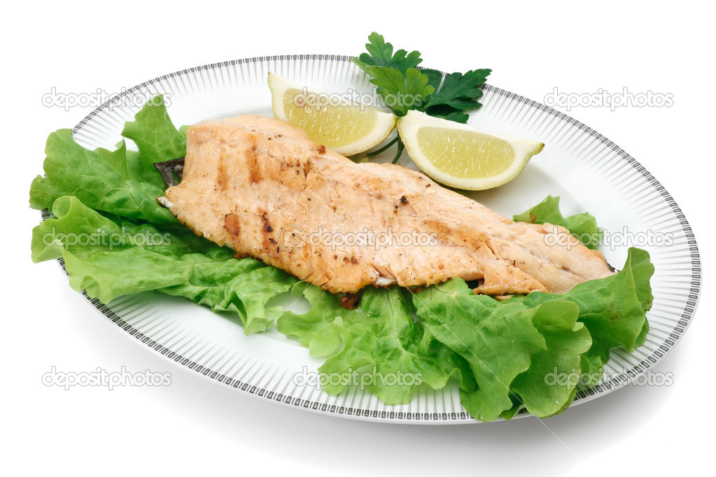 Plate with grilled salmon trout fillet, lettuce and lemon isolated on white background with clipping path — Stock Photo #4993099