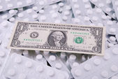 Un dólar se establece sobre un fondo — Foto de Stock