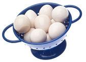 Coador com difícil ovos codorna cozidos — Fotografia Stock