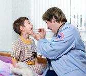 Doctor of ambulance and sick child — Stock Photo