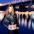 Night portrait of the beautiful girl against the bridge — Stock fotografie