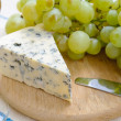 Grapes and blue cheese — Stock Photo #4006165