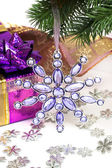 Violet gift box with Christmas star — Stok fotoğraf