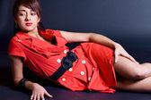 赤いドレスの素敵な女の子 — ストック写真