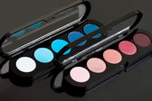 Red and blue make-up eyeshadows — Stock Photo