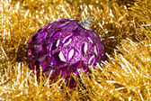 Christmas decoration with festive garland (shallow DOF) — ストック写真
