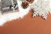 圣诞节装饰礼品盒与雪 — 图库照片