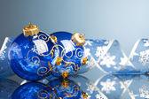 Decoratie kerstballen met lint — Stockfoto