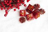 礼品盒与欧洲冬青属 — 图库照片