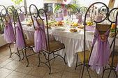 Tavolo apparecchiato per un pranzo di nozze — Foto Stock