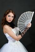 Meisje met sexy in witte jurk — Stockfoto