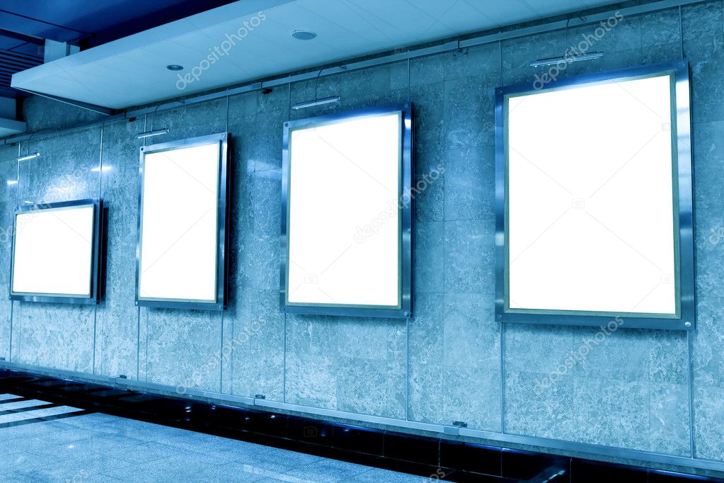 Wall in museum with empty frames — Stock Photo #4242019