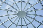 Techo circular simétrica en el centro de la oficina — Foto de Stock