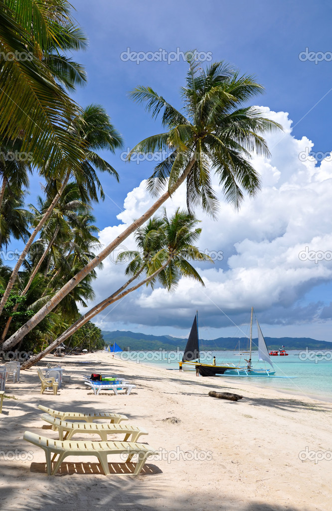 Beautiful white sand beach in Boracay, Philippines — Stock Photo #3938591