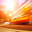 Fast moving bus at night — Stockfoto