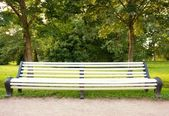 Bench in the park — 图库照片