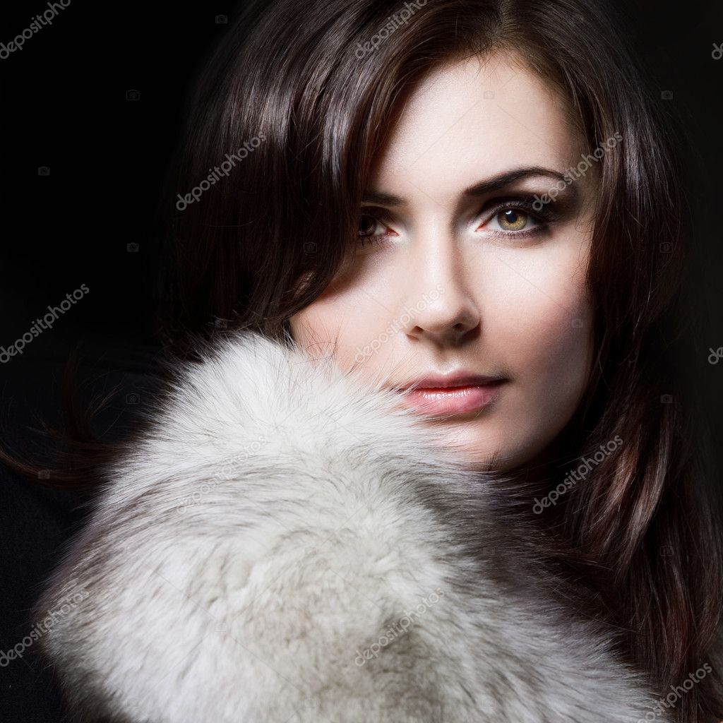 Young beautiful girl in a fur collar, Close up — Stock Photo #4452662