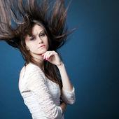 Chica joven y bella — Foto de Stock