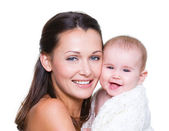 Mutlu anne ile gülen bebek — Stok fotoğraf